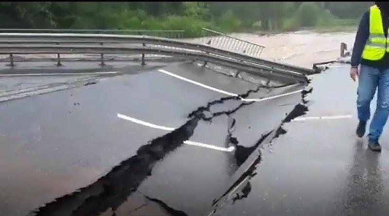 Мост у Бершети размыло