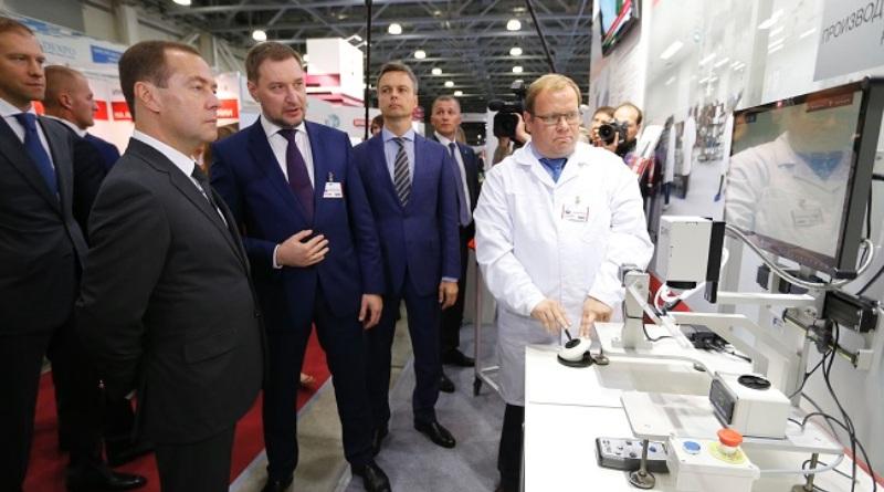 Дмитрий Медведев на выставке