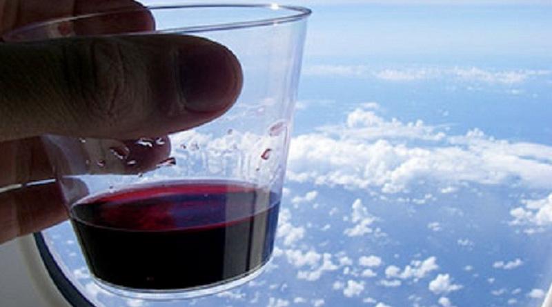 вино в самолете